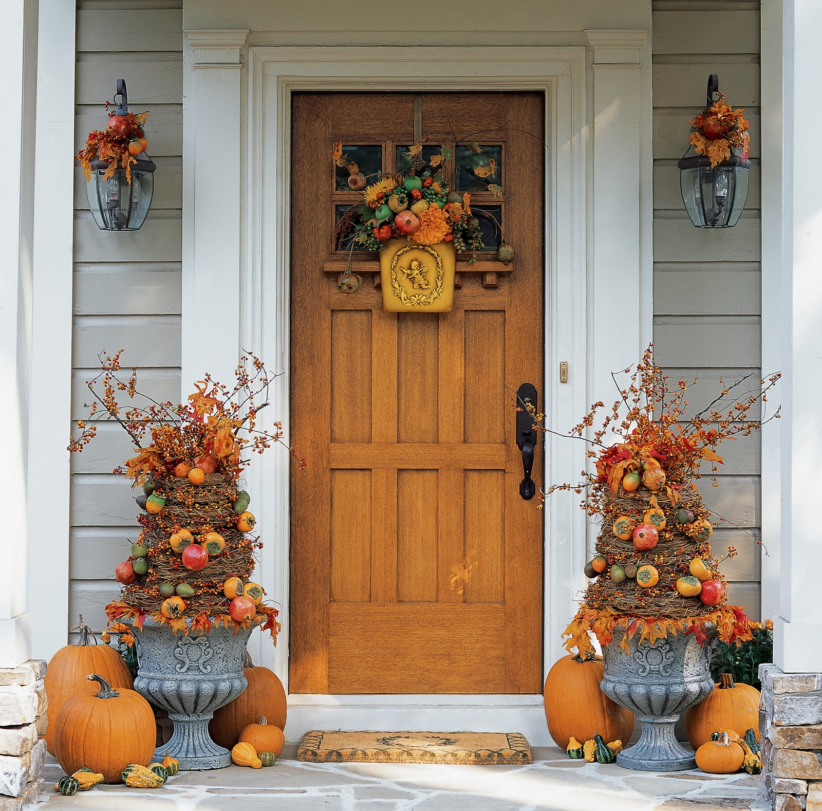 Autumn Yard Decorations: Front Door Fall Beauty